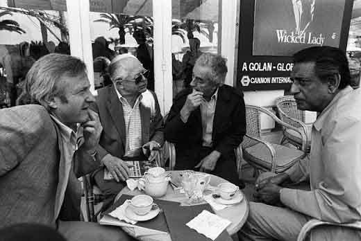 یک قابِ رویایی: به ترتیب از راست جان بورمن، بیلی وایلدر، میکل آنجلوآنتونیونی و ساتیا جیت رای