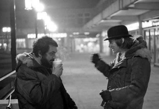 استاد و مکداول در حال گفتگو در پرتقال کوکی.
