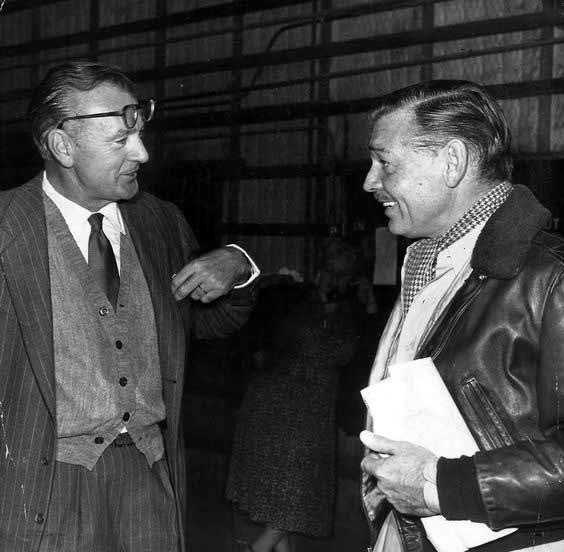 - اینجا گیبل را همراه گری کوپر جذاب میبینیم. پشت صحنهی سربازان آینده ساختهی ادوارد دمیتریک محصول 1955