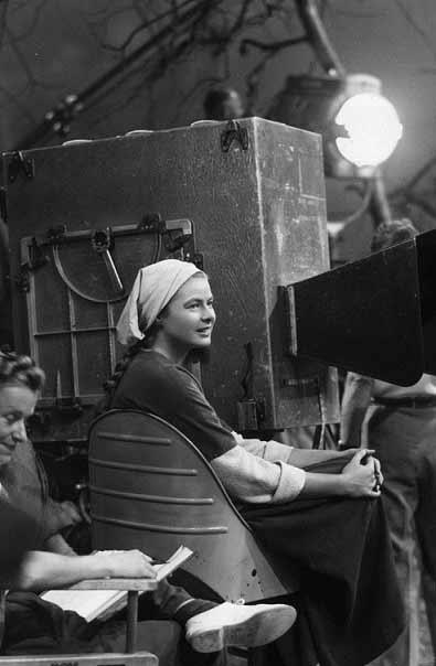 ژاندارک استراحت میکند. اینگرید برگمن پشت صحنهی ژاندارک ویکتور فلمینگ. سال 1948