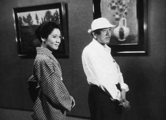 سری میزنیم به سینمای معظم ژاپن. فیلم پایان تابستان ساختهی یاسوجیرو ازوی بزرگ. ازو و هنرپیشهی همیشگیاش ستسوکو هارای بانمک، یکی از بازیگران بزرگ ژاپن. عکس بعدی را ببینید لطفاً ...